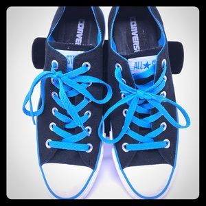 EUC Converse Sneakers